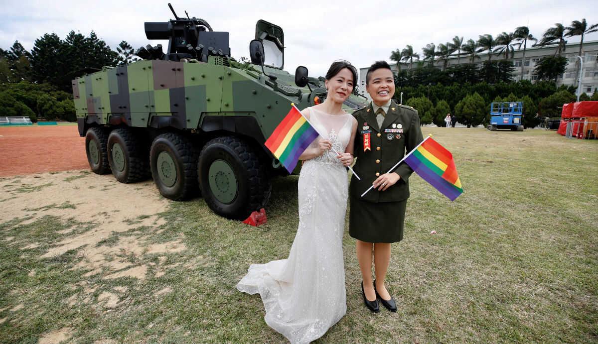 """Un """"sí, quiero"""" histórico: vea aquí la primera boda homosexual en el Ejército de Taiwán"""