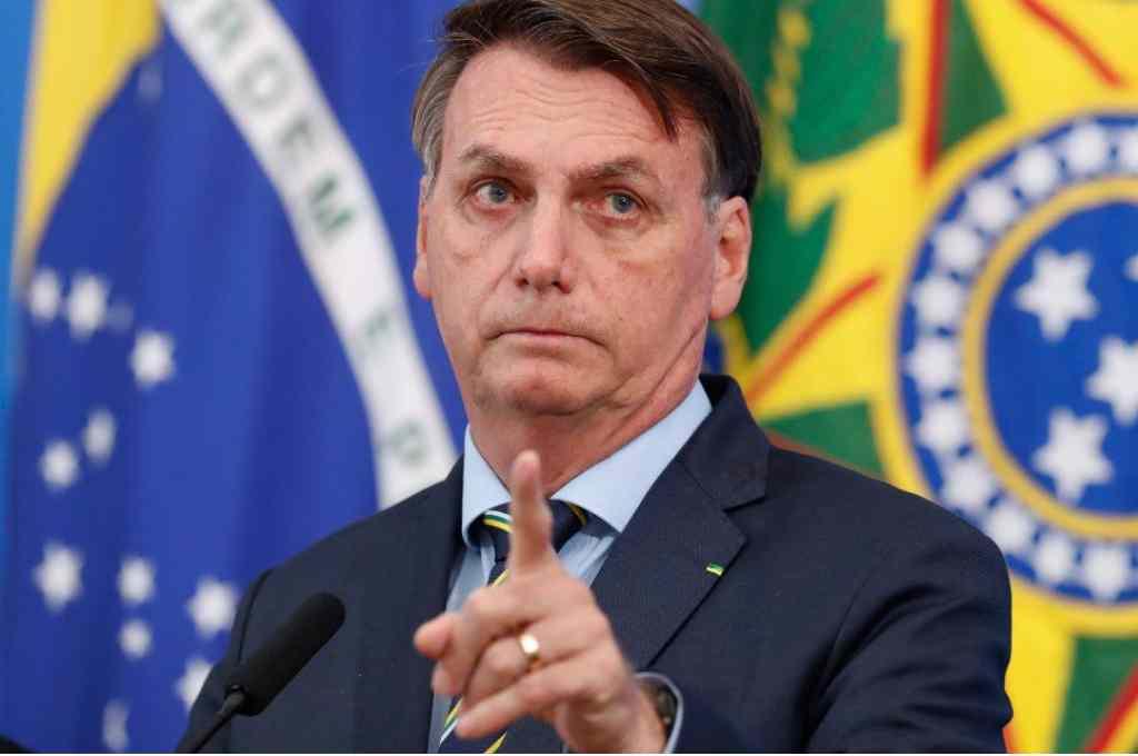 Bolsonaro se desvincula de senador que escondió dinero entre sus nalgas durante requisa