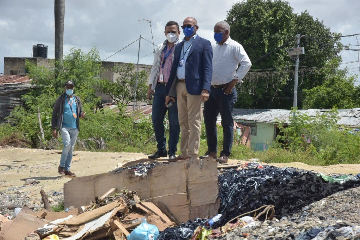 Educación y Obras Públicas recuperan terreros en Cristo Rey, dispone levantamiento centro escolar