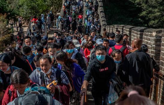 Sin miedo pero con mascarilla, China vuelve a viajar en masa