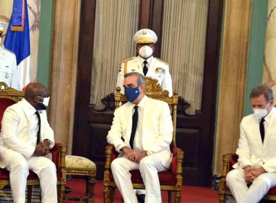 Presidente recibe cartas credenciales embajadores