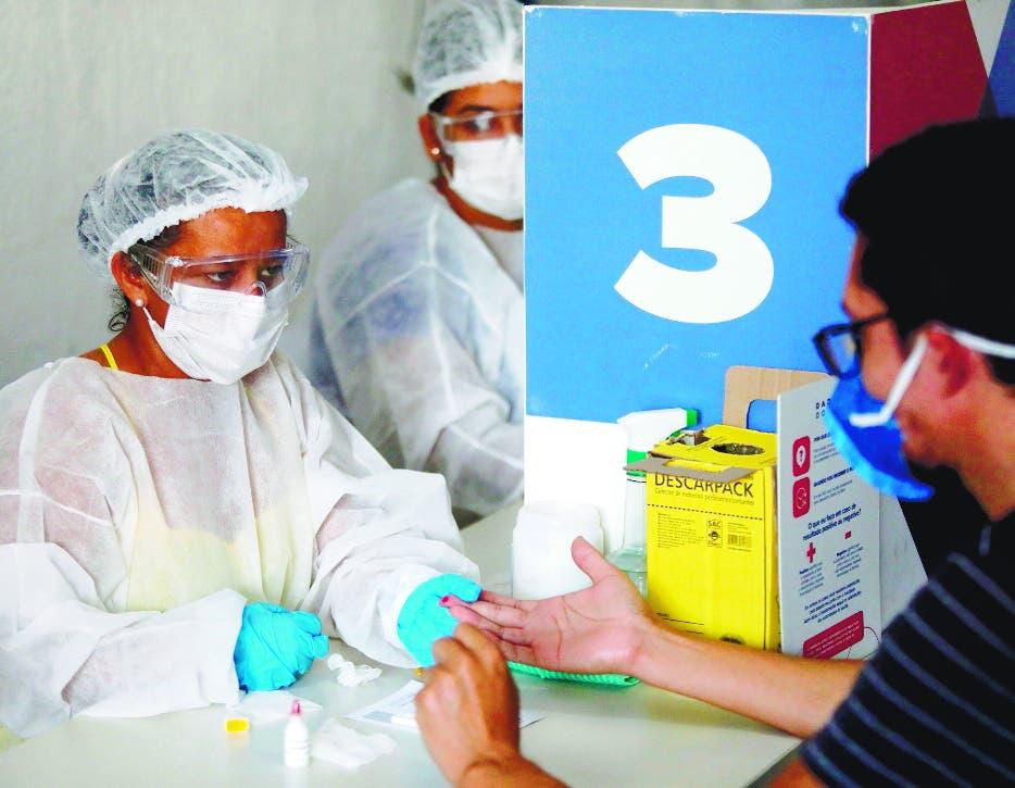 Brasil supera los 13,5 millones de casos de COVID-19 y roza las 355.000 muertes