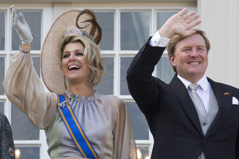 Rey holandés lamenta ir a Grecia de vacaciones