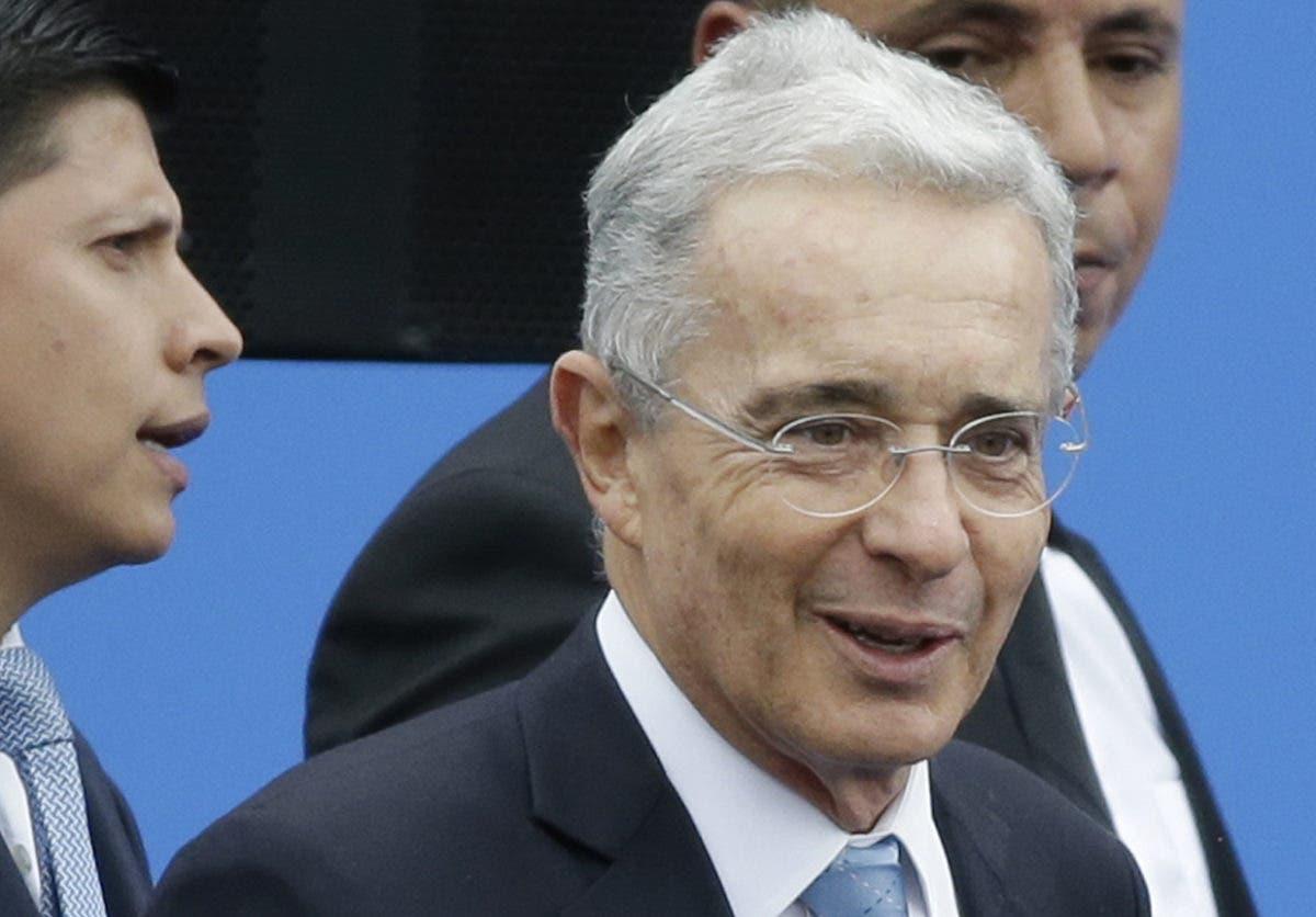 Ordenan que el expresidente  Álvaro Uribe sea liberado de arresto domiciliario