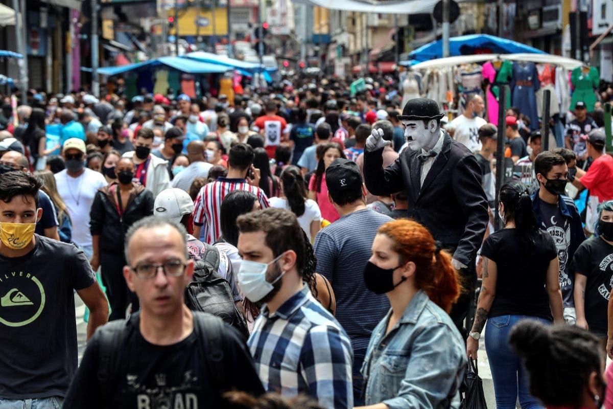 Brasil sobrepasa las 150.000 muertes en medio de la indiferencia de su gente