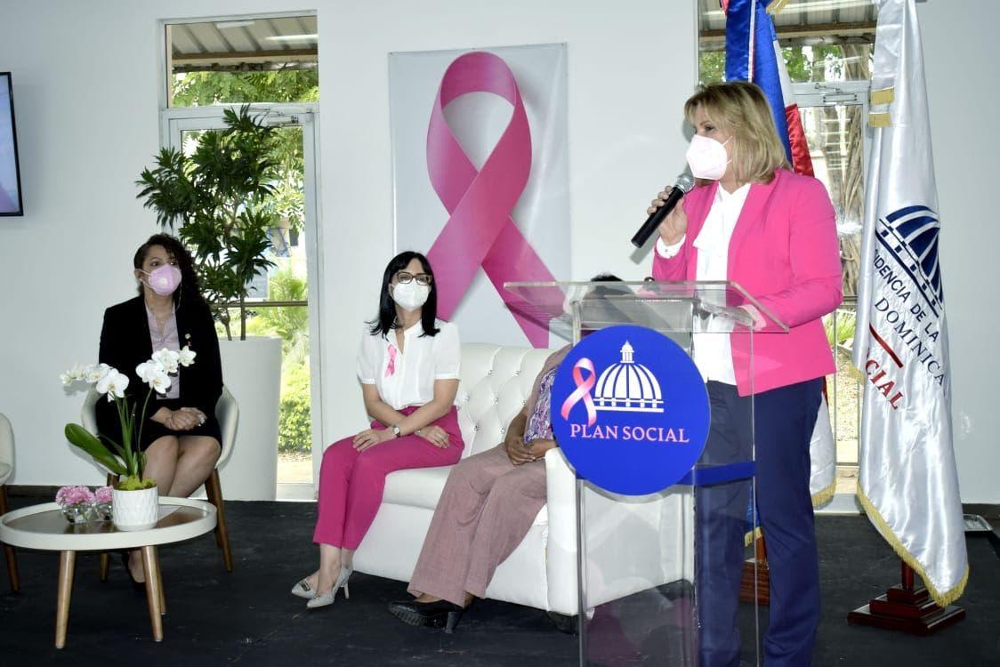Realizan conversatorio para sensibilizar sobre cáncer de mama