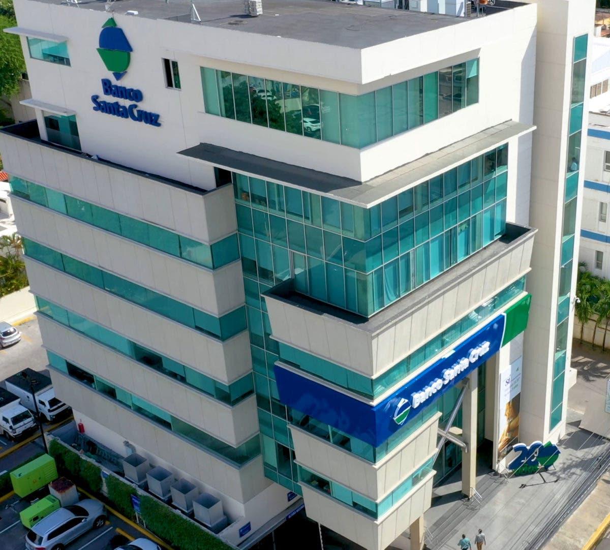Banco Santa Cruz actualiza a su personal sobre prevención de lavado