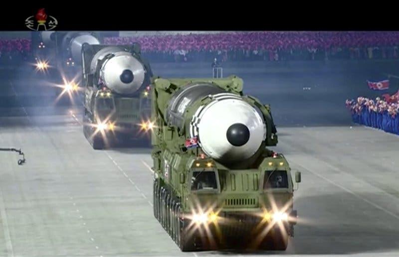 Preocupación en Corea del Sur por armas mostradas en un desfile militar en Corea del Norte