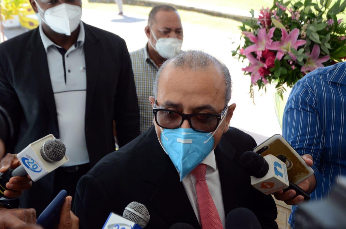 Ministro de Salud advierte cerrarán negocios que violen toque de queda