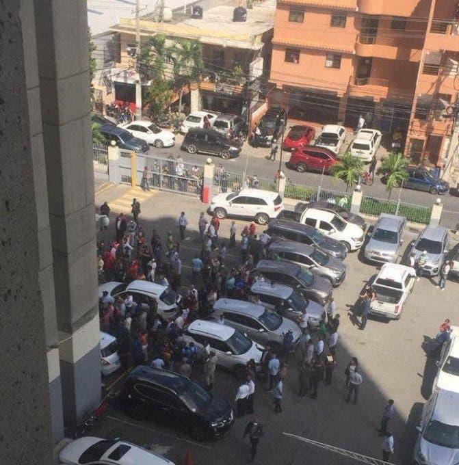 Hacienda dice no había cancelado a empleado se lanzó del piso 14 de El Huacal
