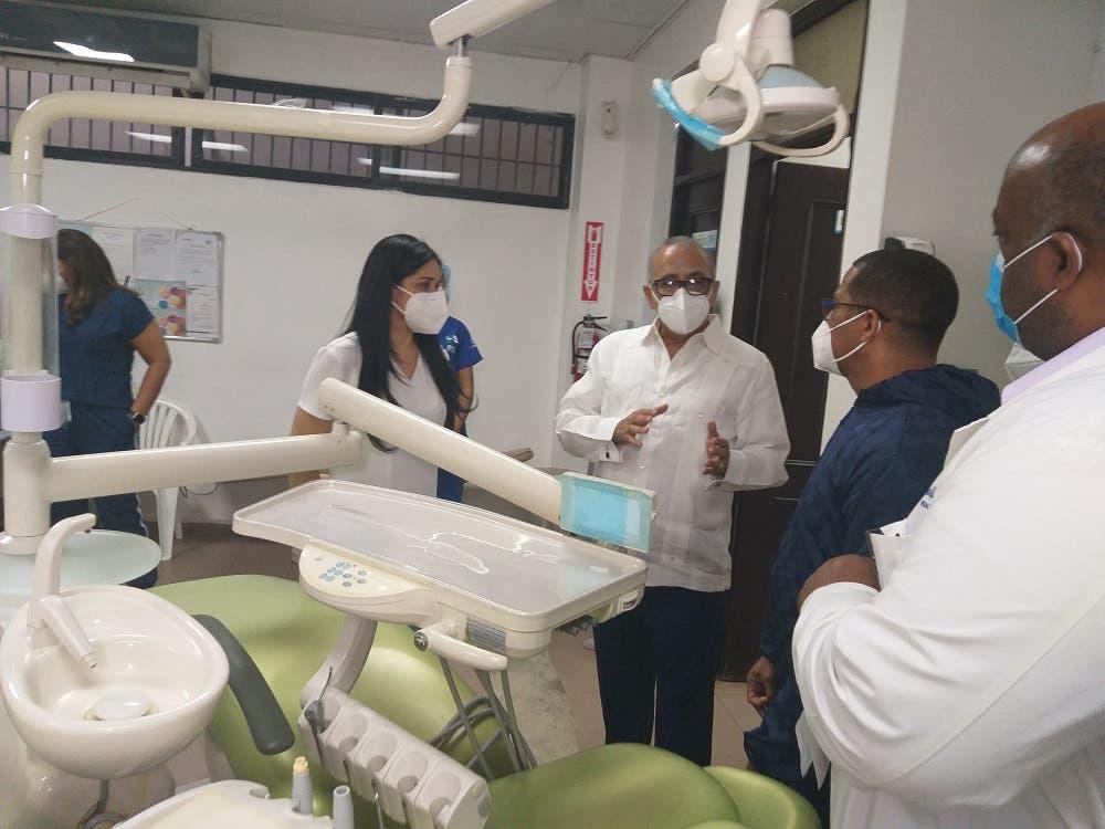 Ministro de Salud dice mejoras en hospitales periféricos descongestionan centros regionales