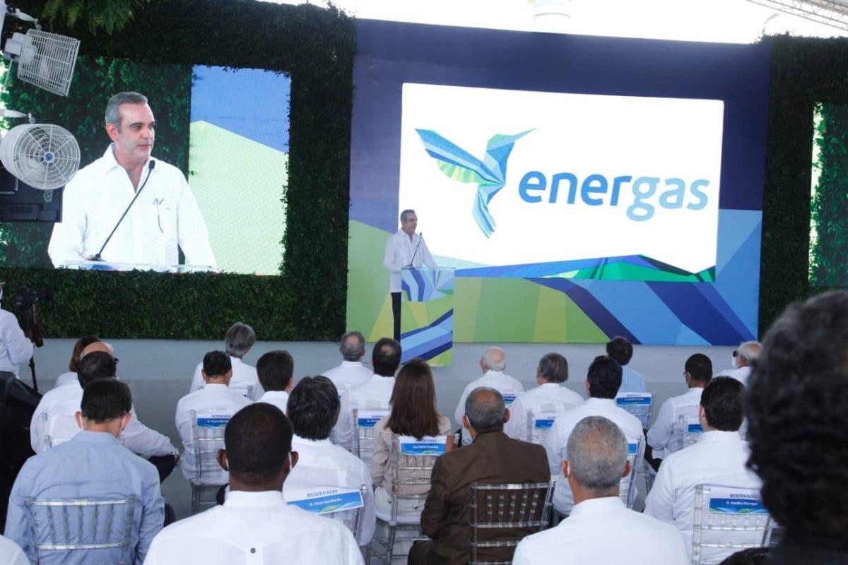 Presidente realiza encendido de 300 MW a gas natural en San Pedro de Macorís