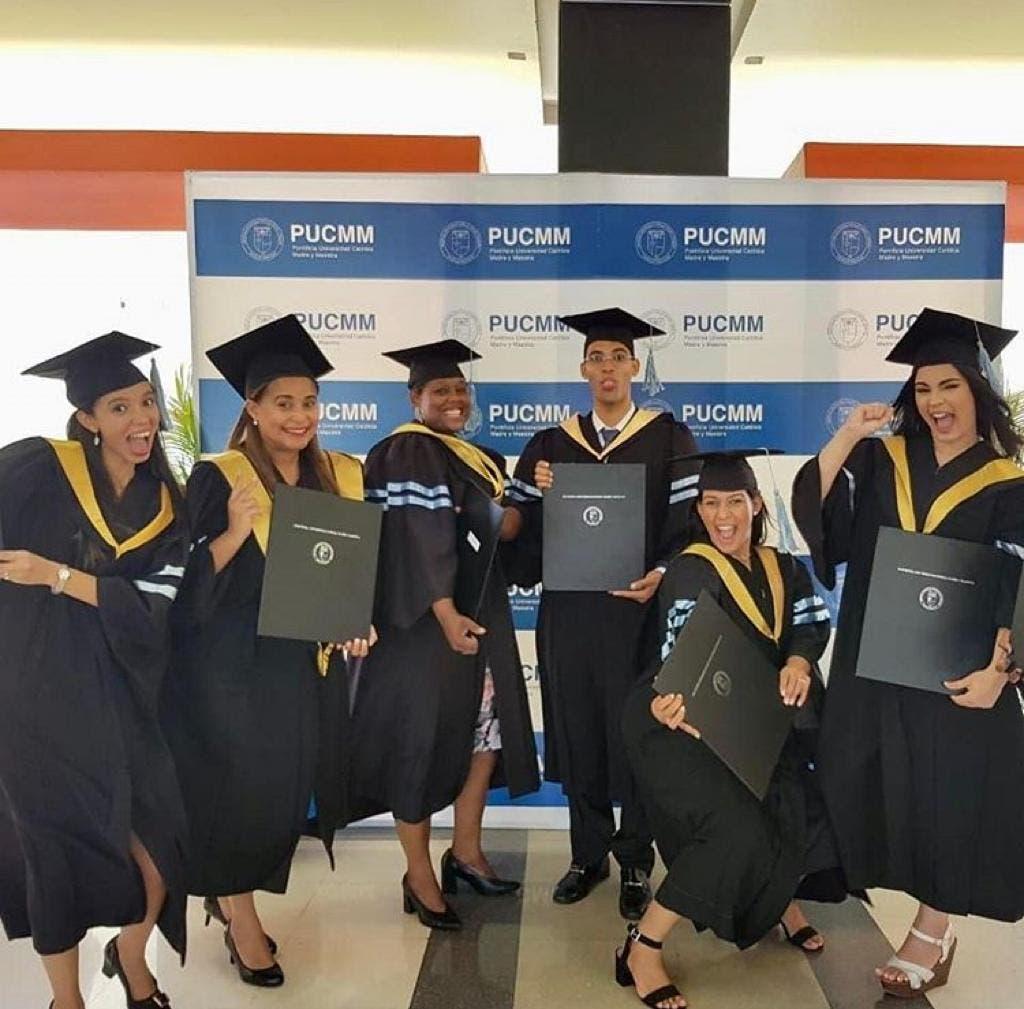 PUCMM entrega 610 nuevos profesionales a la sociedad