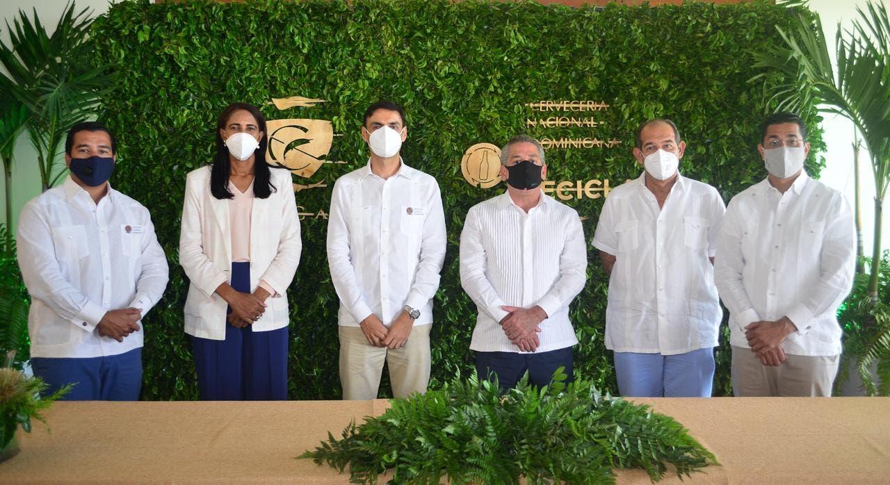 Cap Cana firma alianza con Cervecería Nacional Dominicana y su programa Recicla 100+