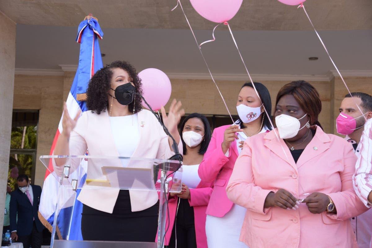 Lanzan globos rosados para cerrar jornada de prevención sobre Cáncer de Mama