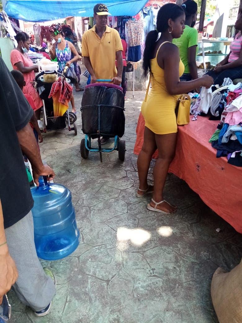 Claman intervención de la alcaldesa del Distrito Nacional por desorden del mercado Los Guandules
