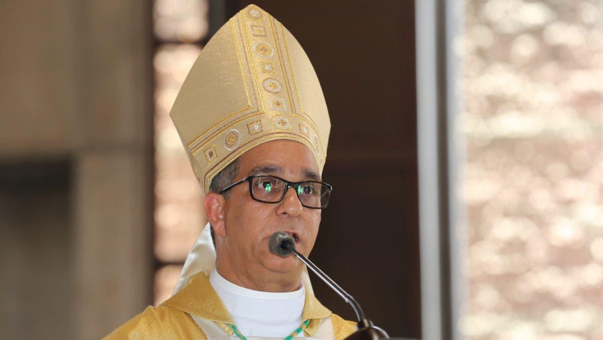Obispo de La Vega propone a María Teresa Cabrera para Defensora del Pueblo