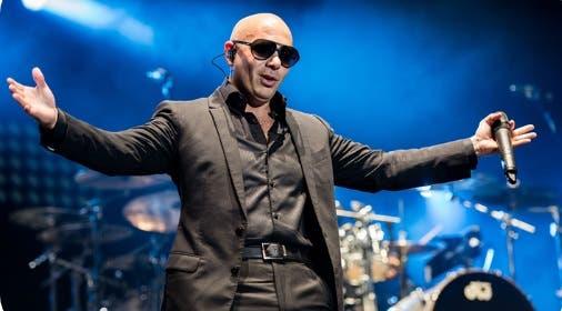 Pitbull dará dos conciertos en una plataforma digital «para relajarnos»