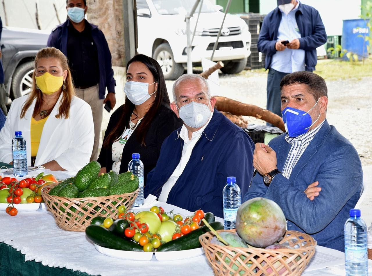 Autoridades sector agropecuario escuchan necesidades productores Rancho Arriba