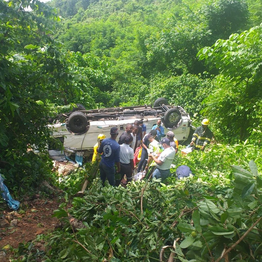 Nuevos detalles del accidente de tránsito en Samaná donde 17 turistas resultaron heridos