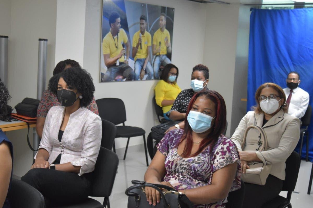 Ministerio de Educación selecciona profesores que grabarán las clases virtuales