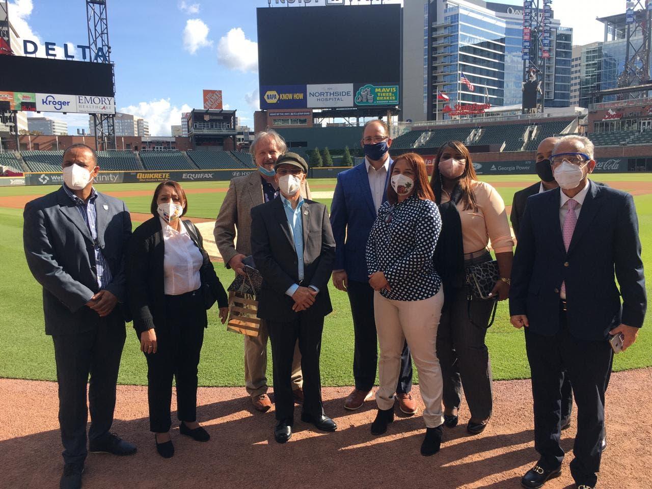 Ejecutivos de Bravos de Atlanta asesorarían Alcaldía SDE para construcción estadio