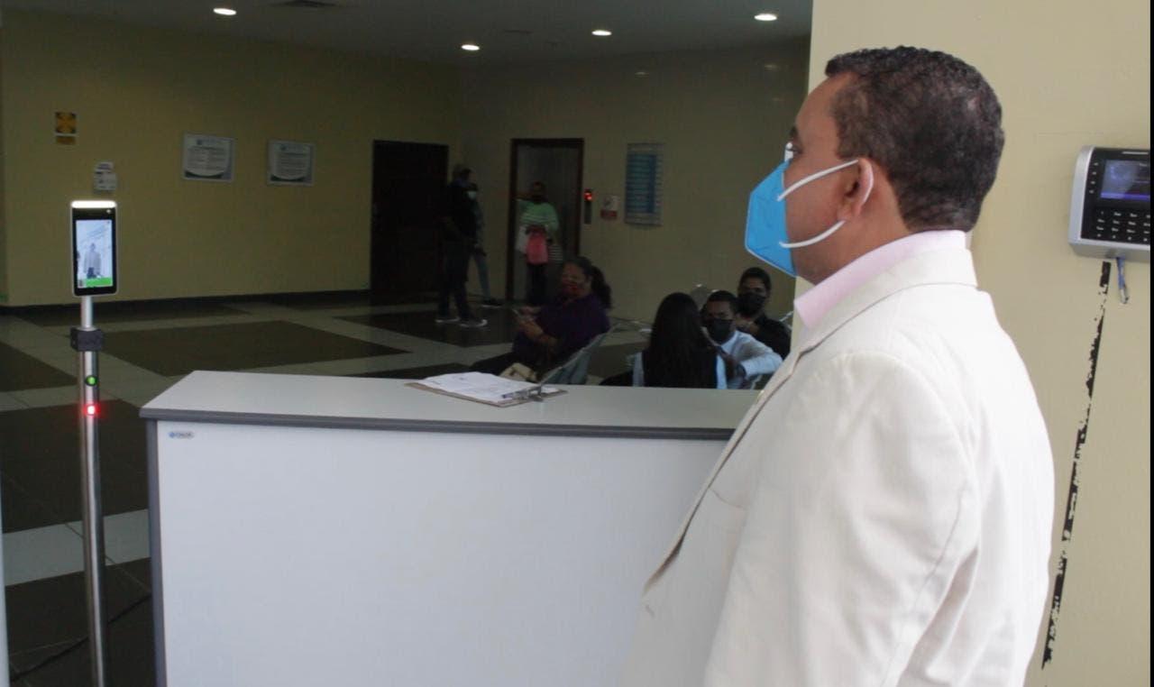 Hospital Ney Arias Lora pone en funcionamiento moderno equipo de reconocimiento facial