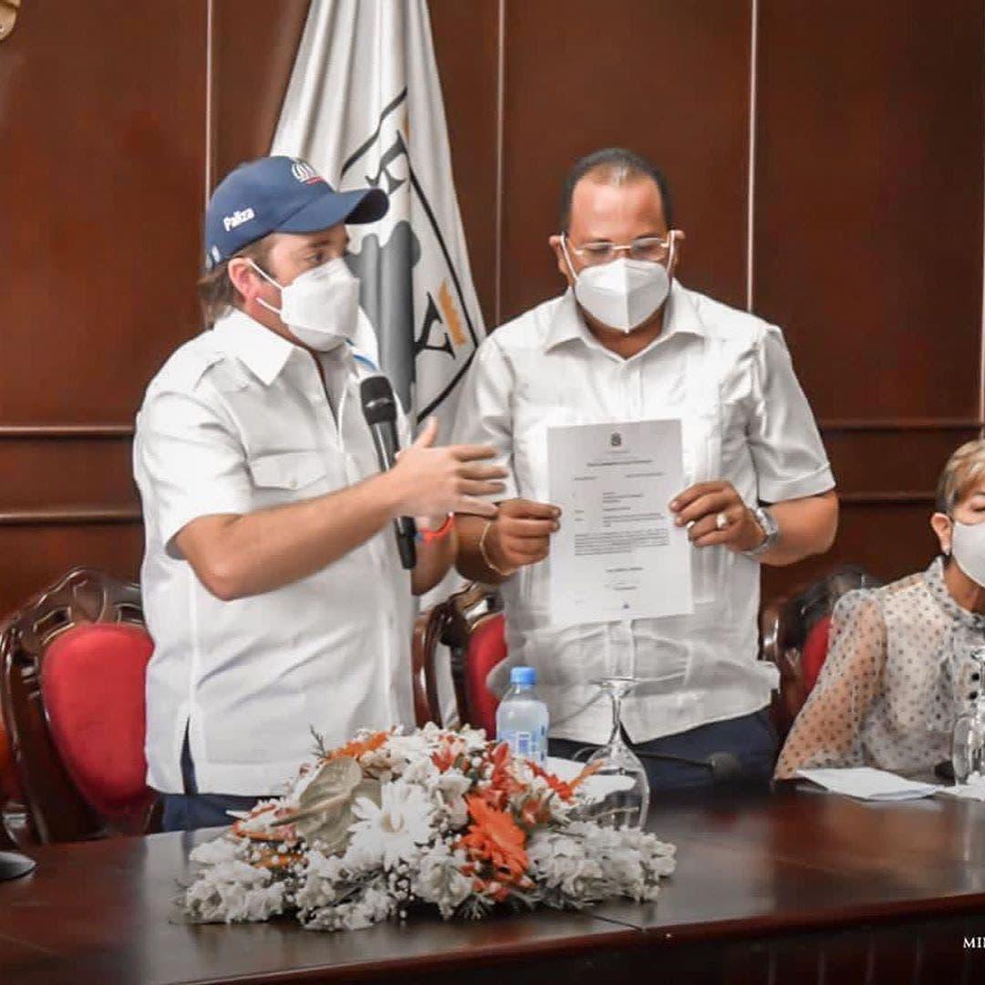 Gobierno entrega RD$48MM para remodelar mercado municipal de Puerto Plata