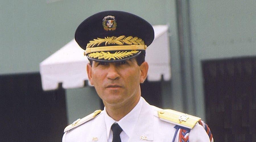 Ministro de Defensa deja sin efecto asignación de oficiales a Melton Pineda