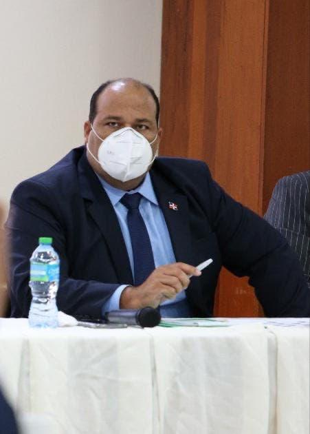 Diputado Saury Mota entrega medicamentos en Hato Mayor