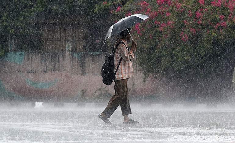 Lluvias podrían continuar en horas de la madrugada por vaguada