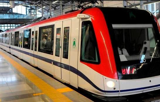 Luis Abinader recorre el Metro de Santo Domingo
