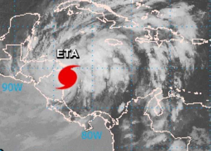 Eta toca tierra en el Caribe como huracán categoría 4