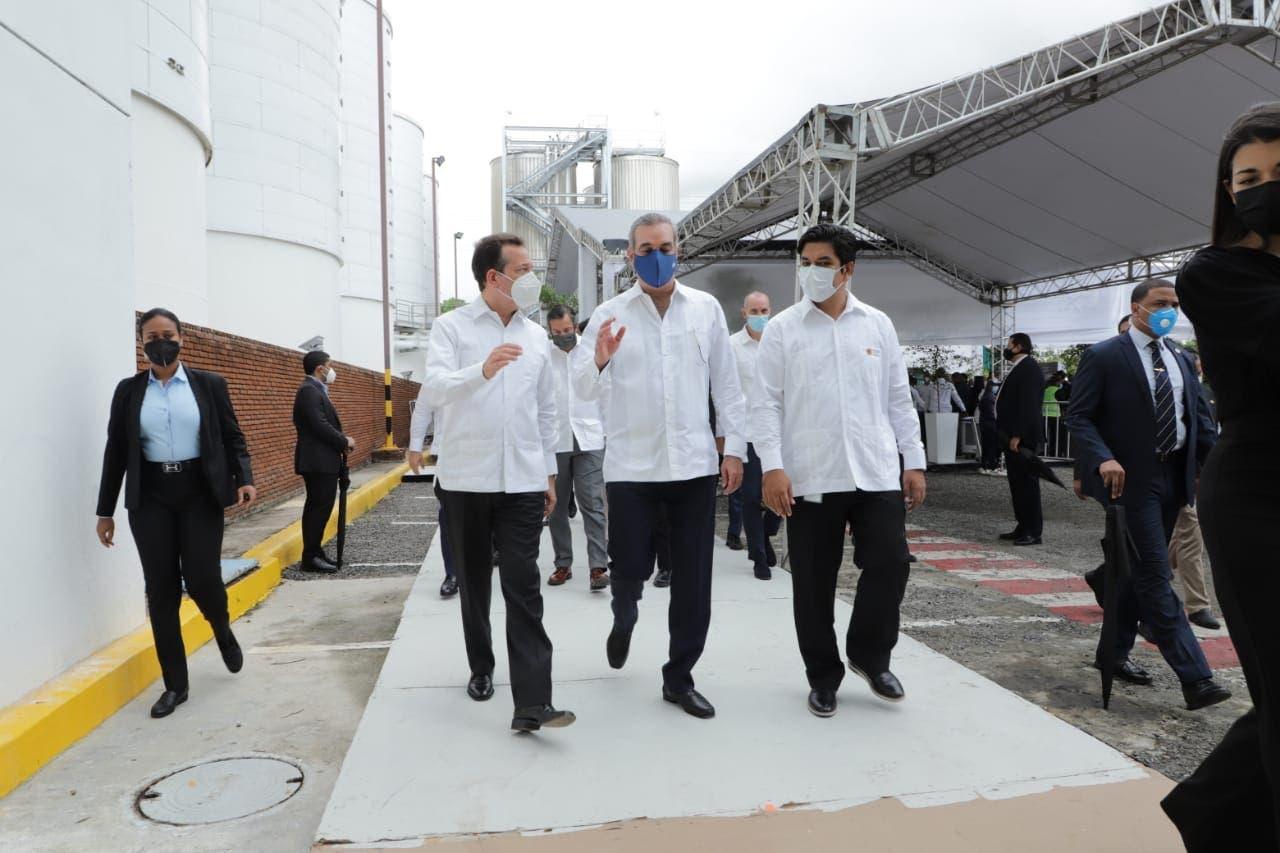 Luis Abinader: RD abre un camino indetenible hacia las inversiones y el bienestar de su gente