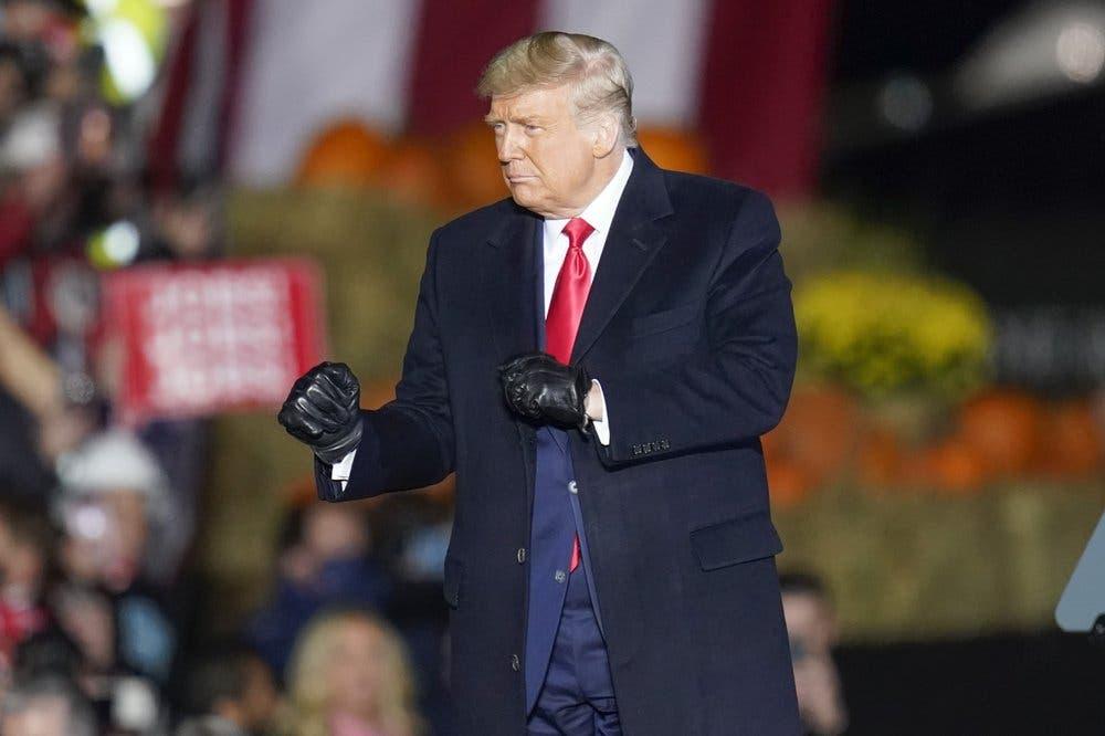 Donald Trump lanza última ofensiva de campaña en estados cruciales