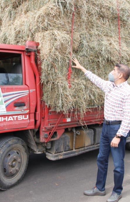 Agricultura entrega pacas   ganaderos  Noroeste