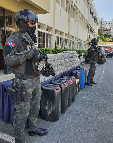 Organismos incautan 231 paquetes supuesta cocaína y detienen a seis