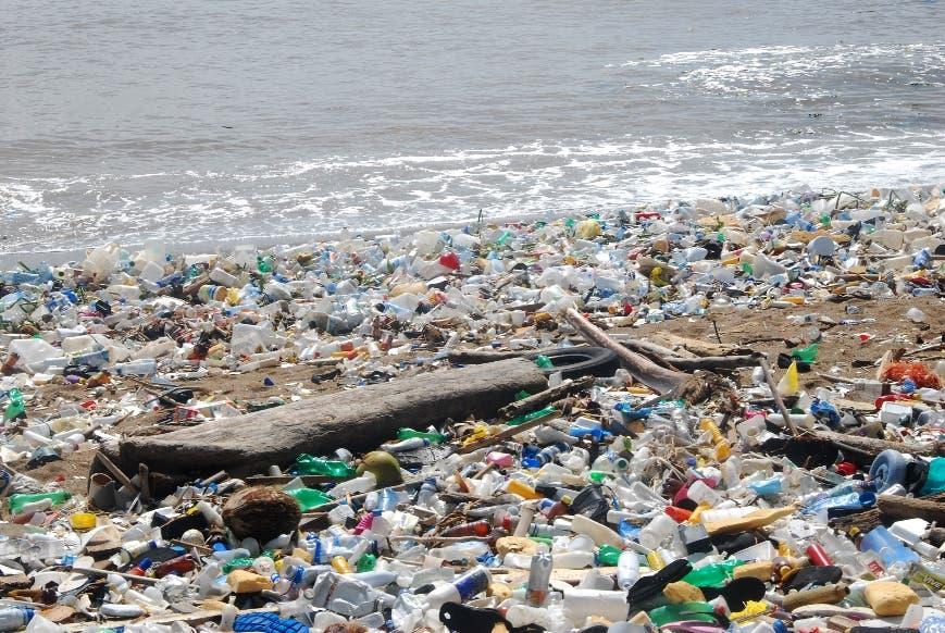 Litoral Sur sigue como vertedero de plásticos del Gran SD