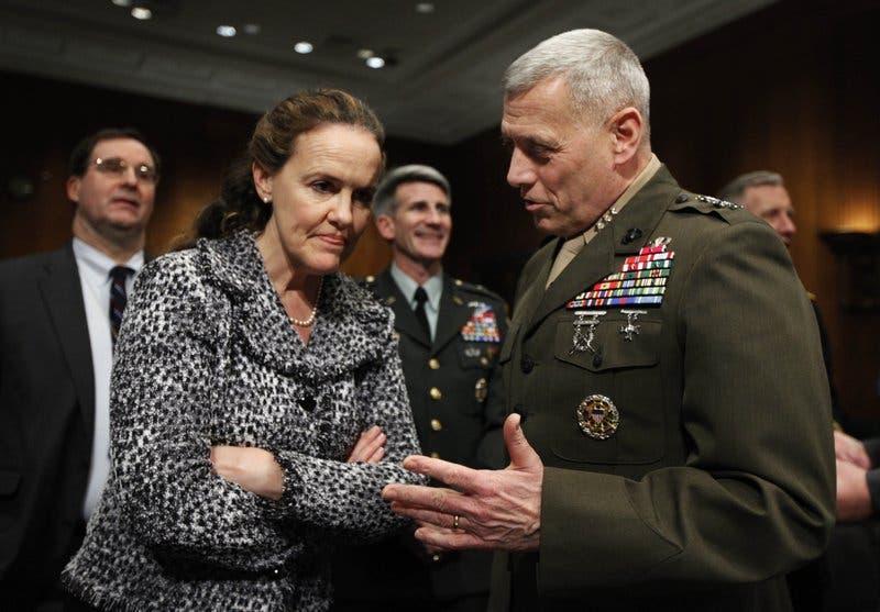 Joe Biden designaría primera  mujer secretaria de Defensa