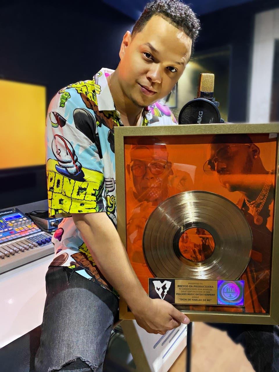 Productor musical «Breyco En Producidera» logra disco de oro por tema «Deja de hablar de mí»