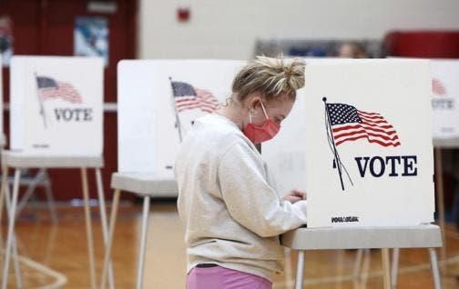 Cierran los primeros colegios electorales en Estados Unidos