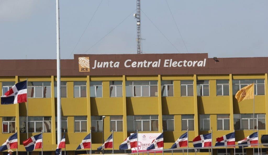 Dominicanos en EE. UU. condenan gastos millonarios en elecciones del exterior
