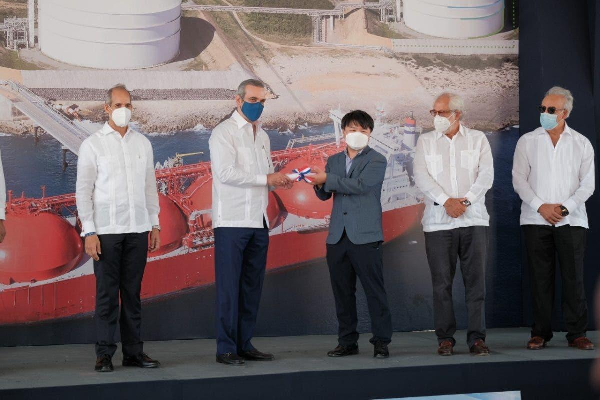 Luis Abinader encabezó inicio construcción de tanque de gas natural por US$250 millones