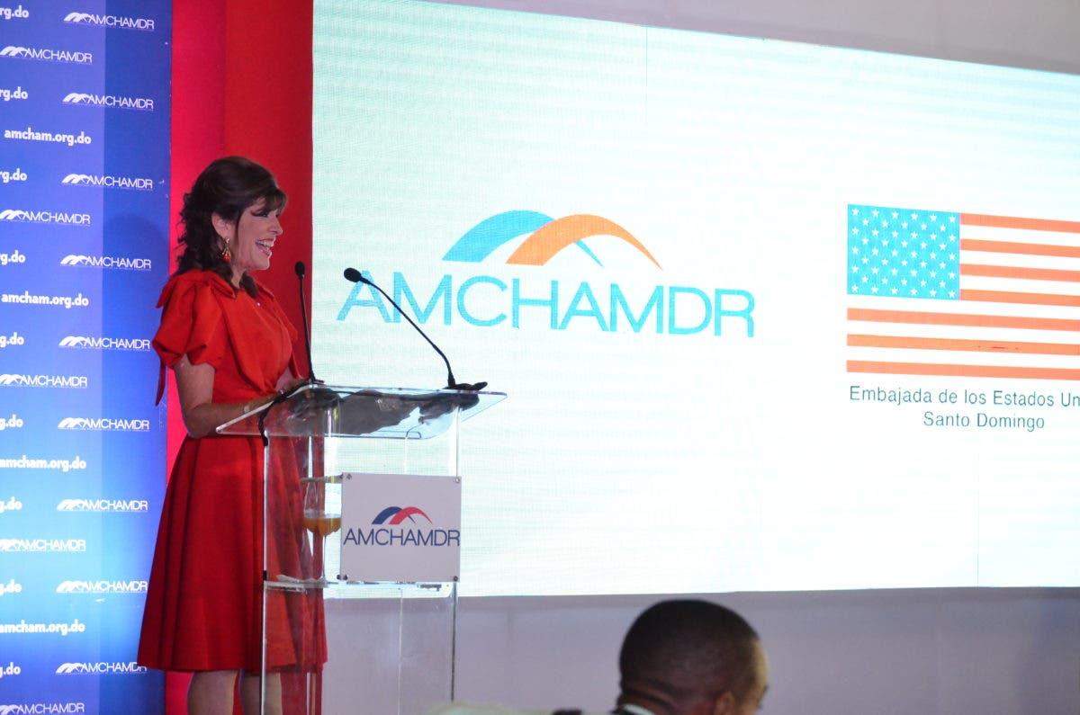 Embajadora EEUU disertará en evento de Acción de Gracias de AMCHAMDR