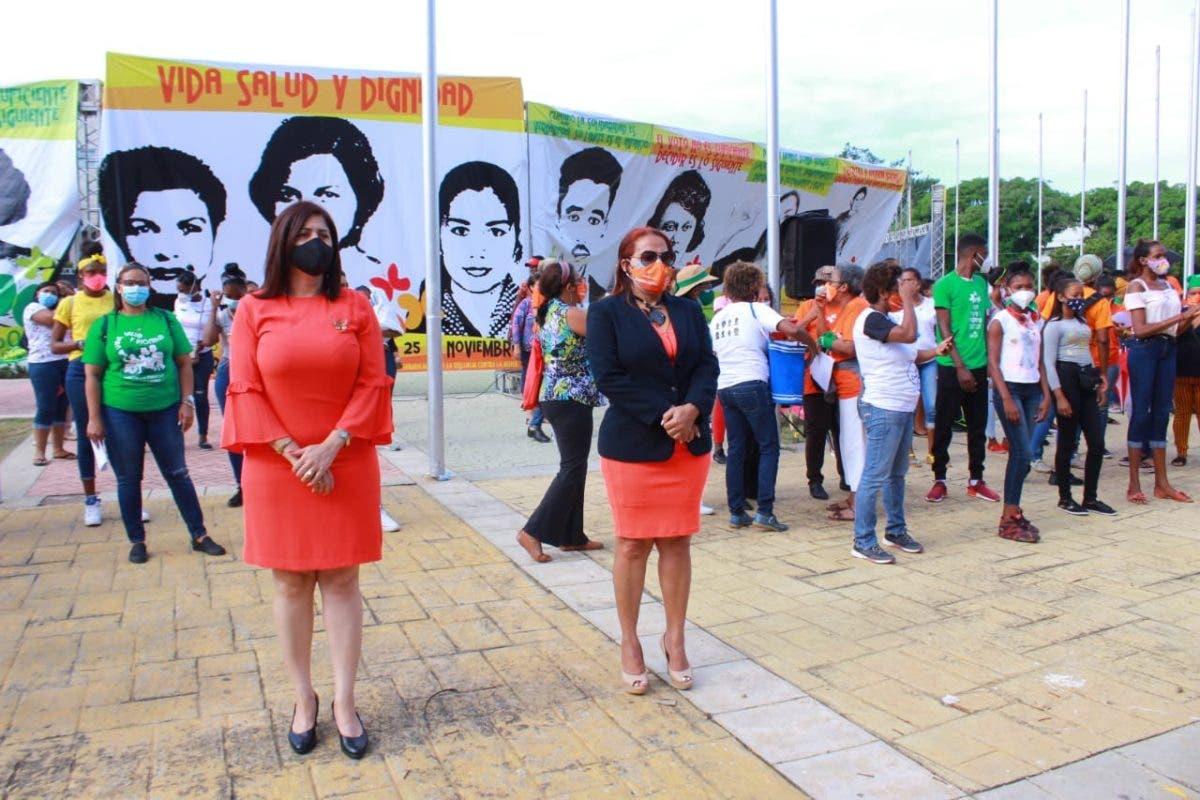 Grupos feministas demandan respuesta a casos de violencia frente al Congreso Nacional