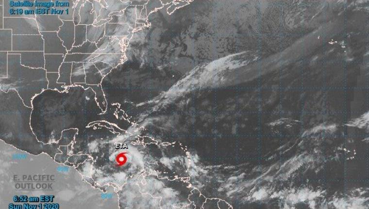 El huracán Eta amenaza con intensas lluvias y marejadas