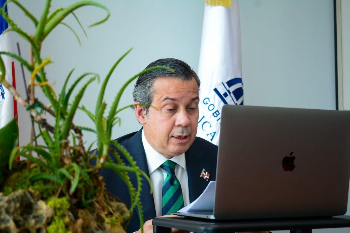 Ministro de Medio Ambiente resalta modelo ambiental consagrado en la Constitución