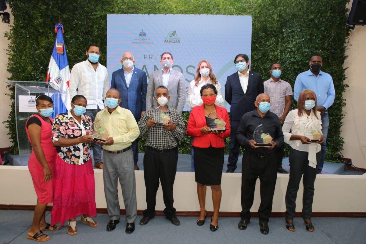 Progresando con Solidaridad entrega el premio 'Manos del Campo 2020' a cinco agricultores