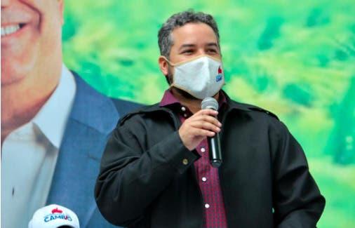 Designan al economista Hecmilio Galván en la UESP
