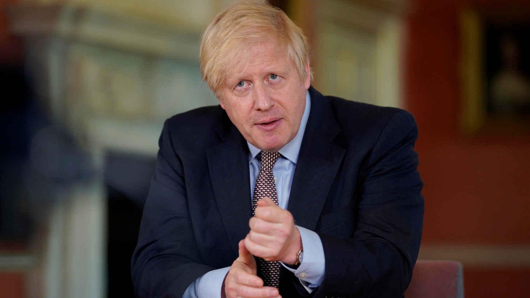 El plan de Boris Johnson para luchar contra la covid-19 se tambalea